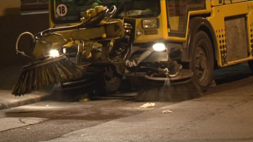 Noční úklid po vinobraní v ulicích Znojma