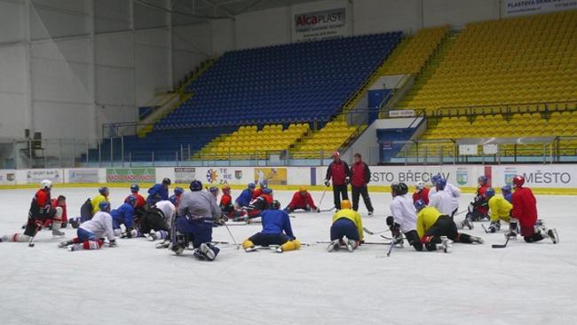 Břeclavští hokejisté při tréninku