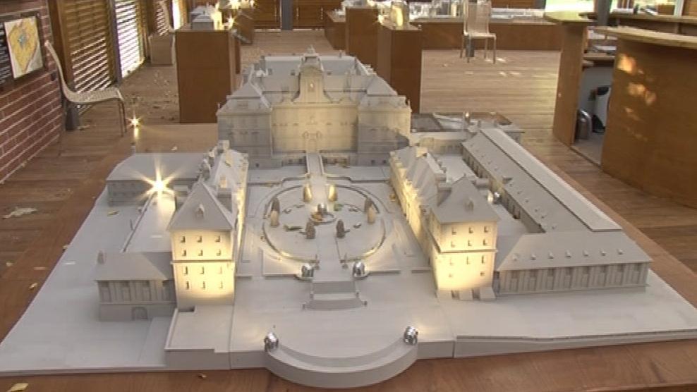 Břeclavský pavilon miniatur před stěhováním exponátů