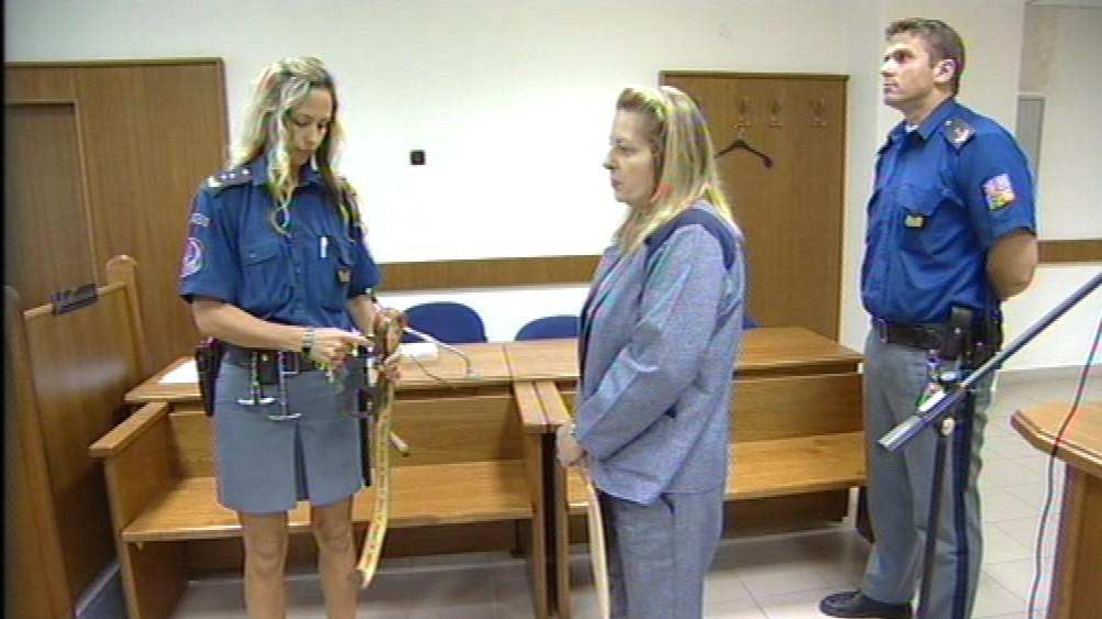Dita Bouzková odsouzená za podvod podváděla dál