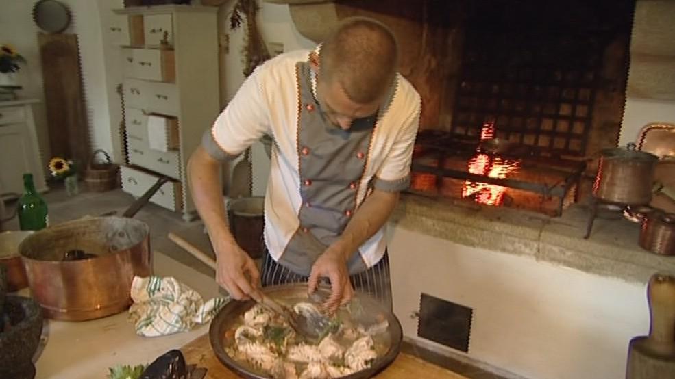 Příprava jídla v hradní kuchyni