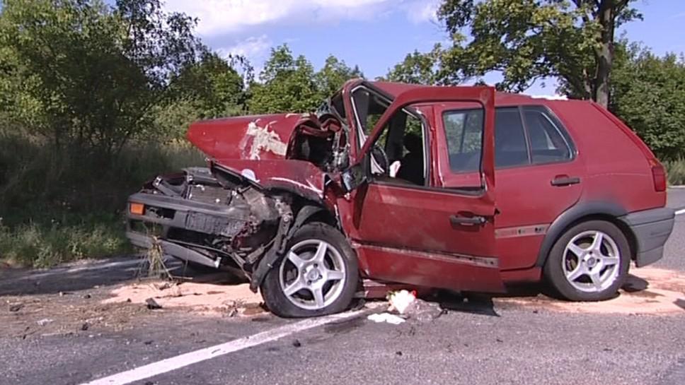 Po nárazu do stromu řidička zemřela