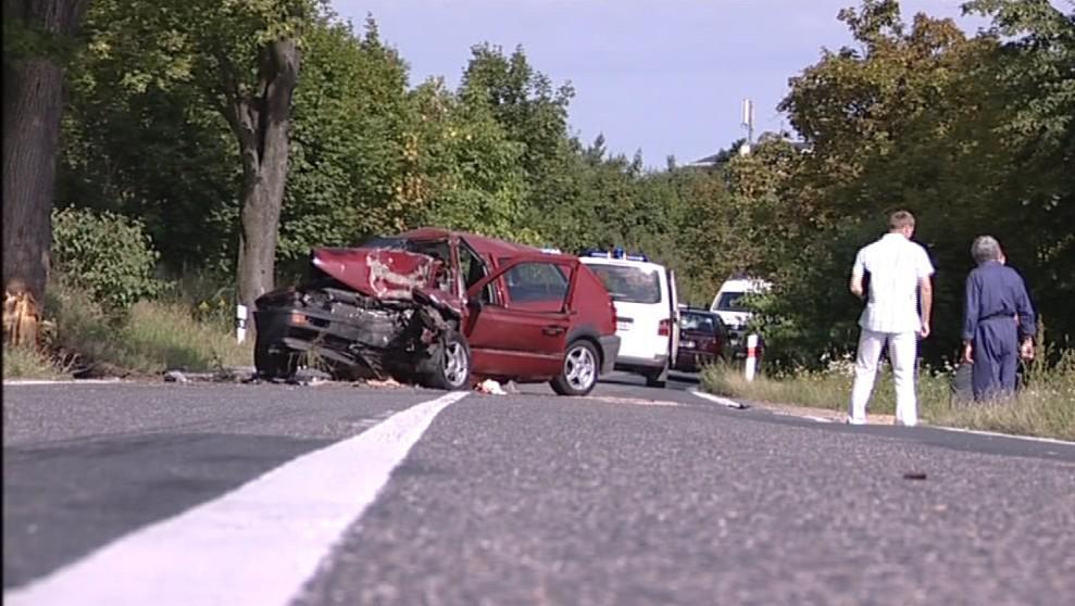 Silnice zůstala po havárii neprůjezdná