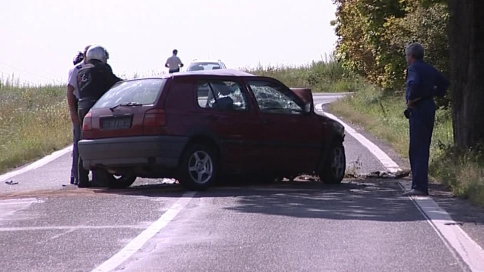 Řidička po nárazu do stromu zemřela