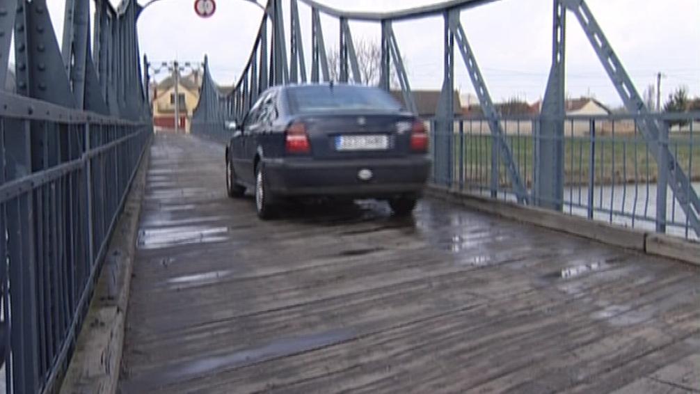 Kostelany omezí provoz po historickém mostě