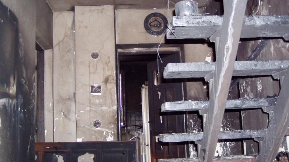 Uvnitř domu zemřela při požáru jeho obyvatelka