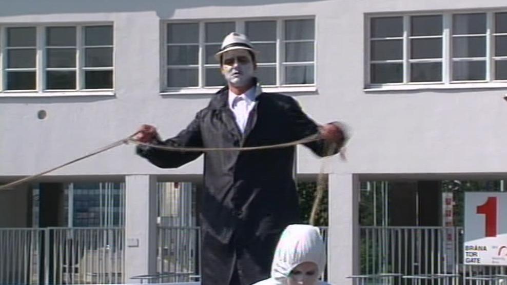 Taneční performance upozornila na novodobé otroctví v továrnách