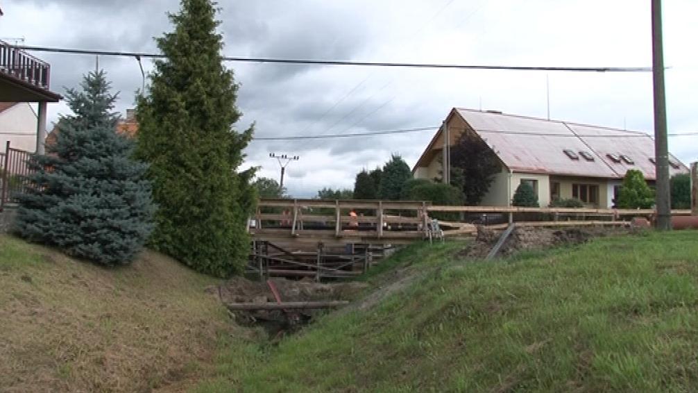 Stavba mostu v Ratíškovicích se protáhla o měsíc