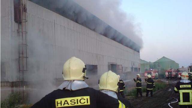 Požár skladu slámy ve Velkém Karlově