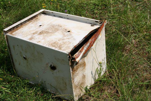 Rozřezaný trezor, který ukradli lupiči při přepadení stavebnin