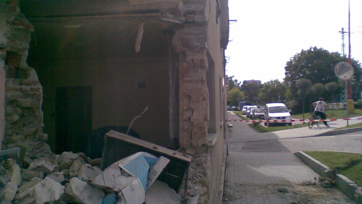 Kamion při nehodě narazil do rodinného domu