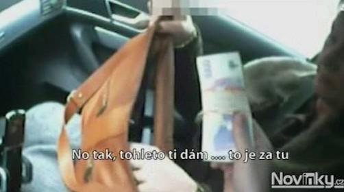 Místostarostka Brna-sever Tůmová přebírá peníze