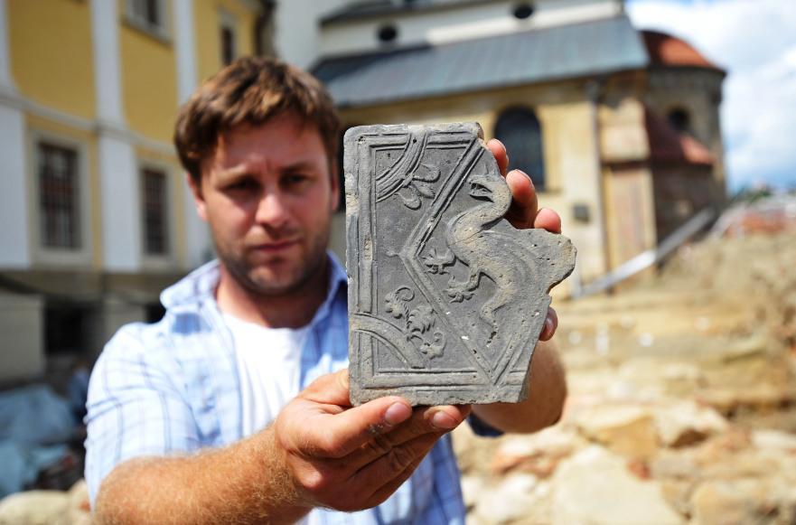 Archeolog Zdeněk Schenk a symbol draka