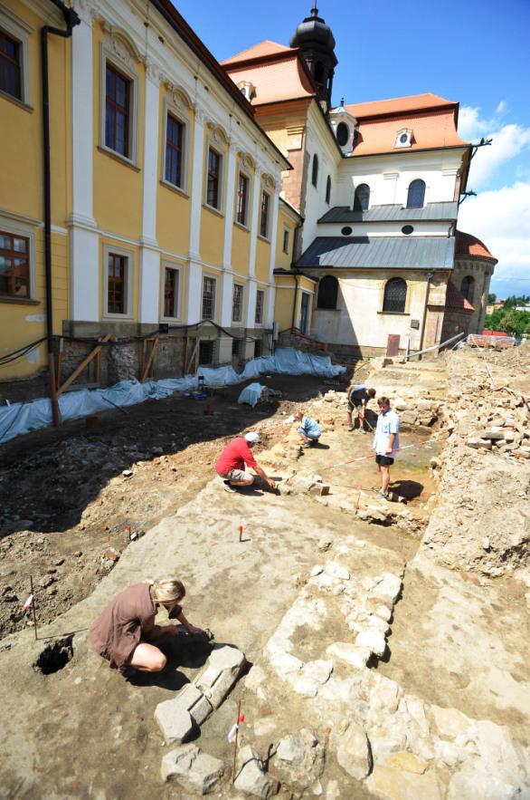 Opravy areálu baziliky ve Velehradě