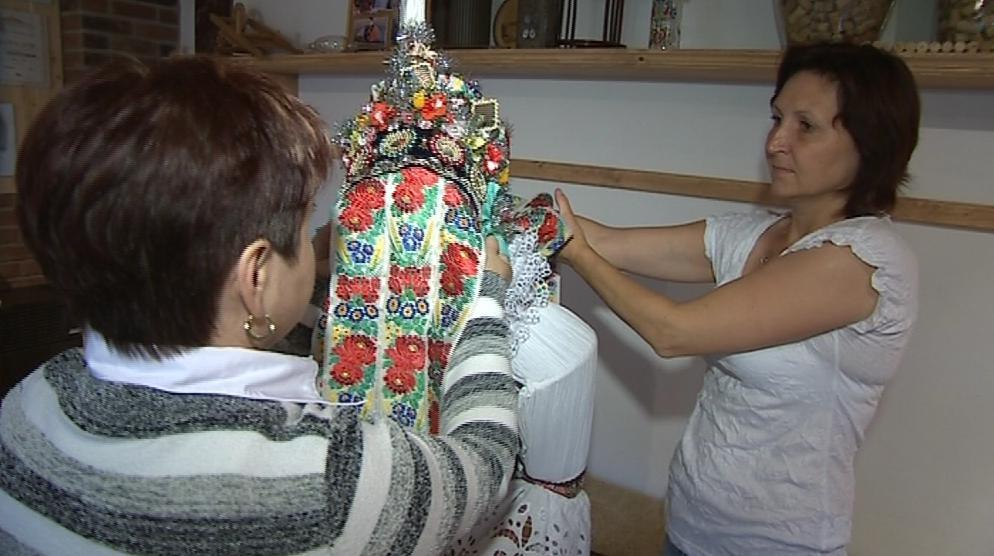 Hlucké domácnosti tradiční kroje pečlivě opatrují