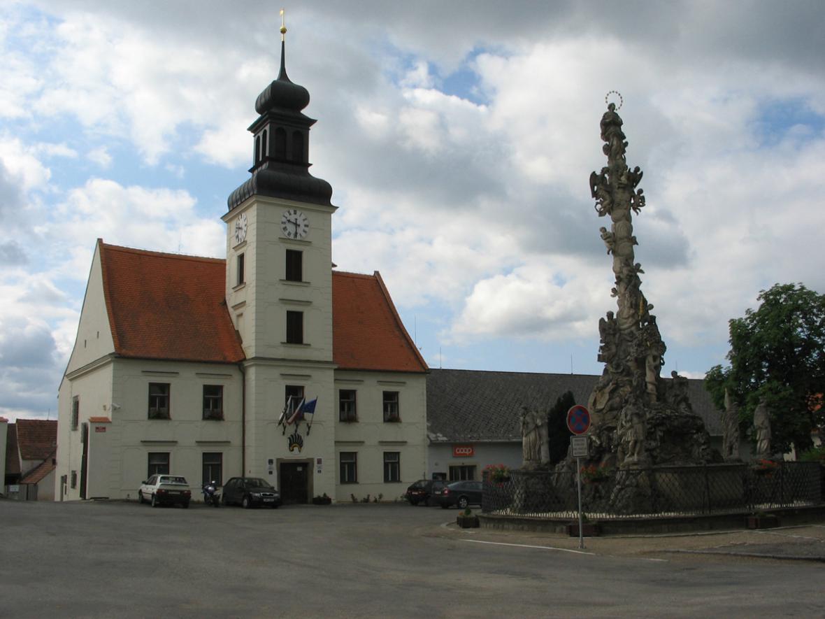 Náměstí v Lomnici u Tišnova