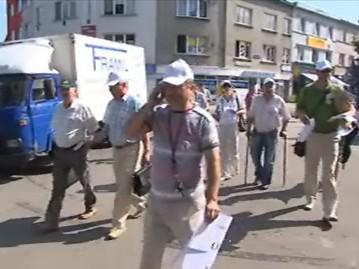 Starostové zlínských obcí dnes protestovali s golovým vybavením proti rozdělování dotací
