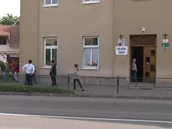 Budova okrádané školy Křivánkovo náměstí v Žebětíně