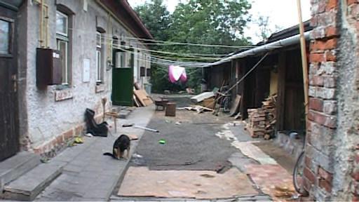 Obyvatelé Školní ulice žili v nevyhovujících podmínkách