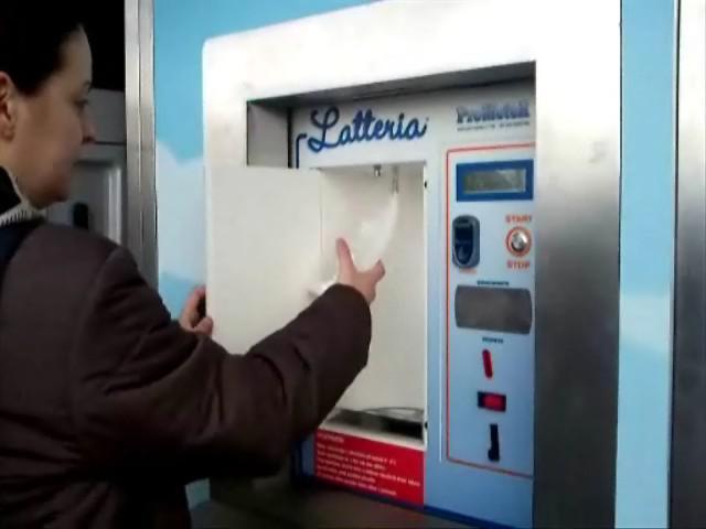 Čepování mléka z automatu