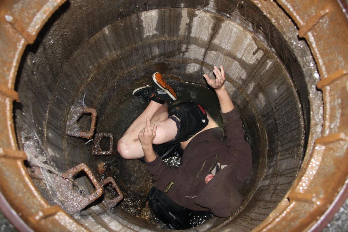 Mladík z Fryštáku spadl do kanálu