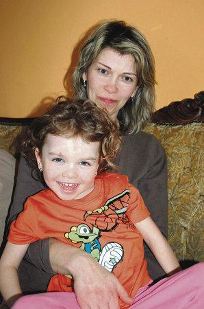 Eliška Marschavellová s maminkou Leonou ve třech a půl letech