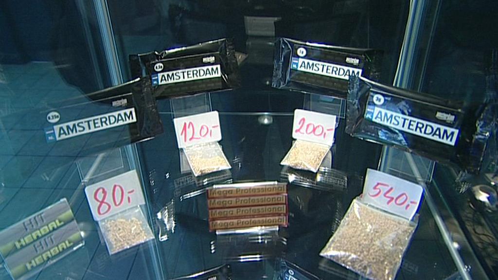 Policie zav u0159ela pra u017esk u00fd Amsterdam shop, drogy pr u00fd byly v suven u00fdrech  u2014  u010cT24  u2014  u010cesk u00e1 televize