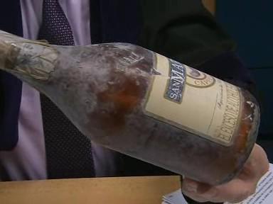 Pachatelé označili zásilku jako kávový likér. Uvnitř byl kokain