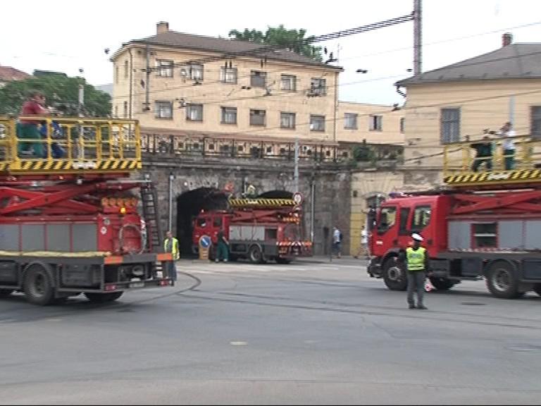 Oprava strhlého vedení pod viaduktem