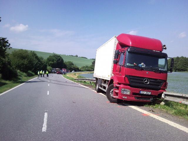 Osobní vůz se srazil s nákladním autem