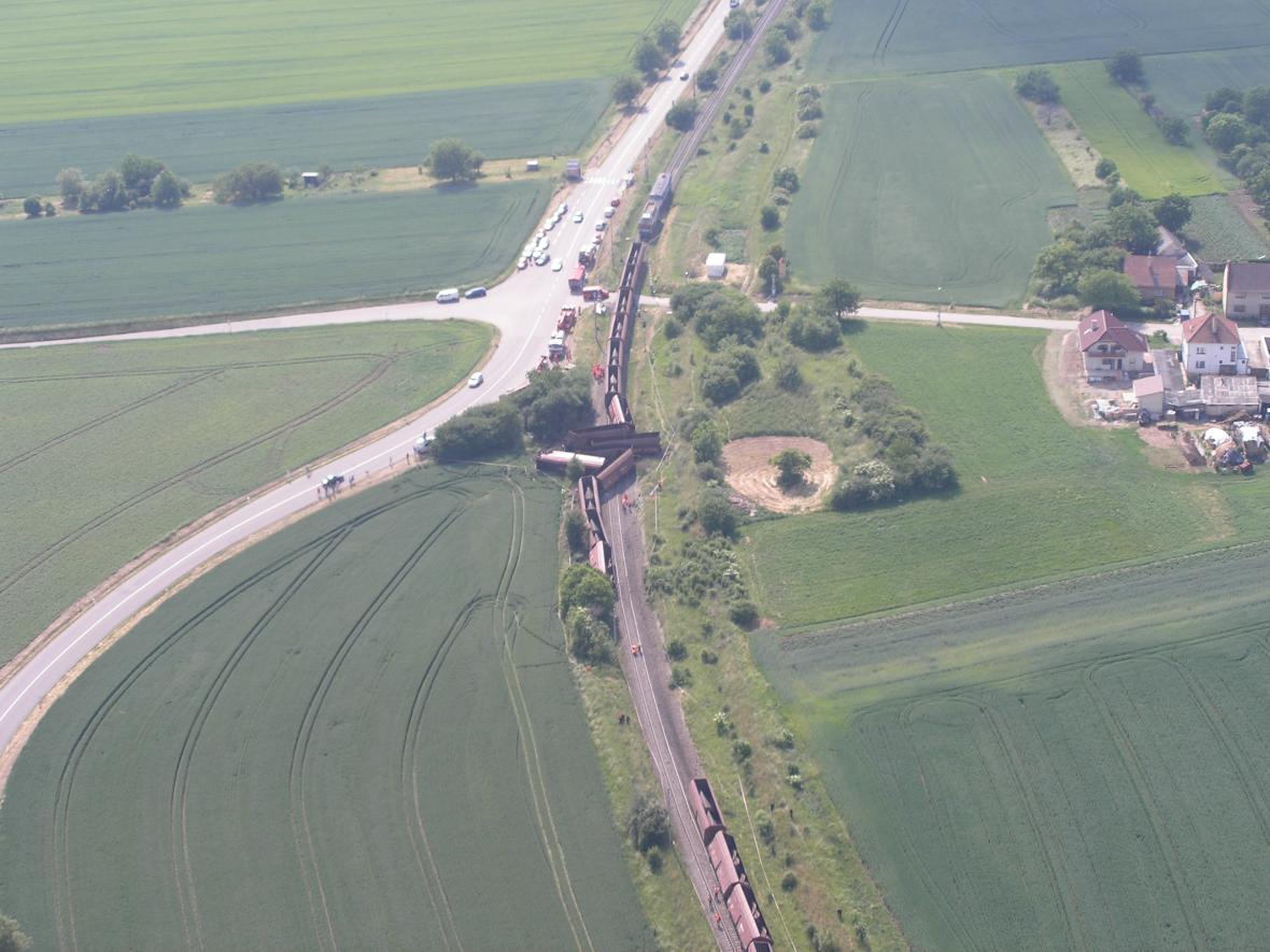 Nehoda nákladního vlaku u Topolan