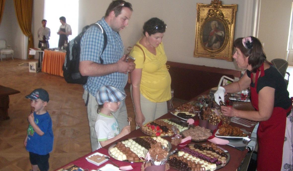 Ochutnávka čokoládových pralinek ve Valticích