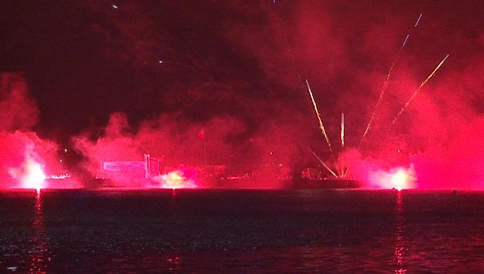 Bouřlivý koncert - představení francouzských pyrotechniků