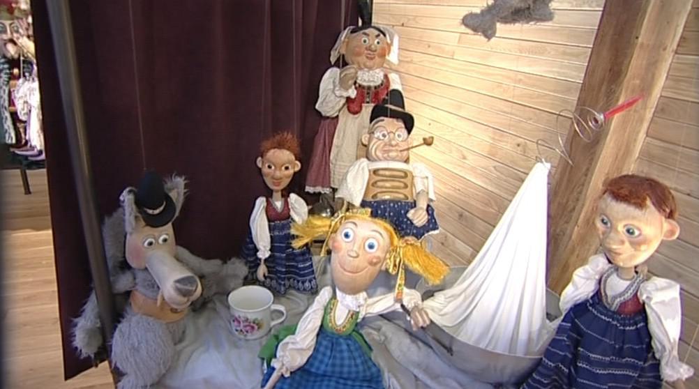 Mnohé z loutek si dospělí návštěvníci pamatují z dětských let