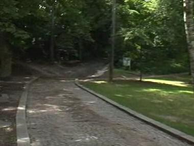 Cesta k ložisku bentonitu vede přes park