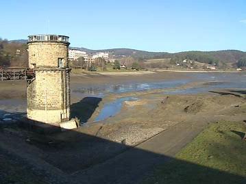 Vypuštěná Luhačovická přehrada