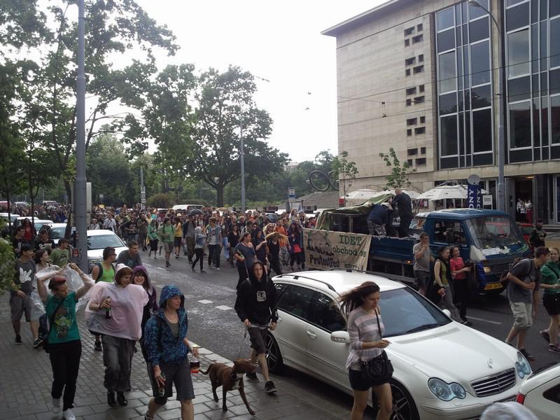 Pochod aktivistů Brnem