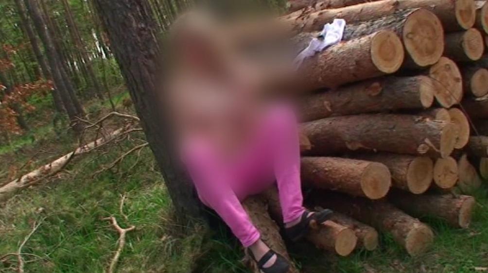 Nezletilá dívka z Břeclavi natočila pornofilm v místním lese
