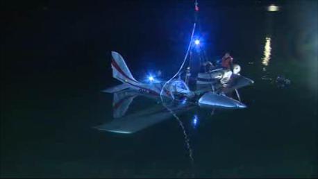 Pomocí vzduchových vaků se dostalo letadlo na hladinu
