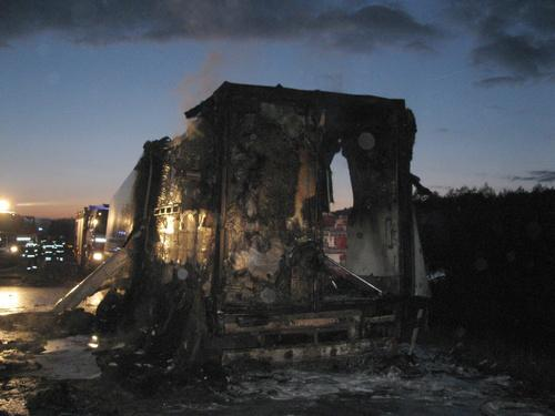 Hasiči bojovali s požárem kamionu