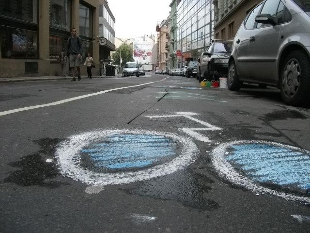 Cyklisté si vymezili vlastzní jízdní pruh