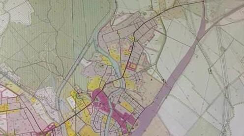 Růžovou barvou je označena bytová zástavba. V té chce Břeclav omezit otevírací dobu restaurací