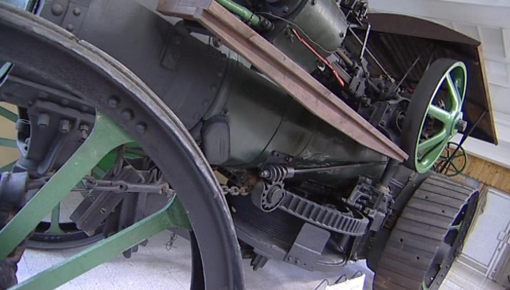 Jeden z historických zemědělských strojů v boskovickém muzeu