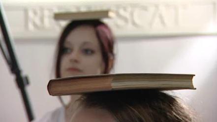 Kniha jako pokrývka hlavy