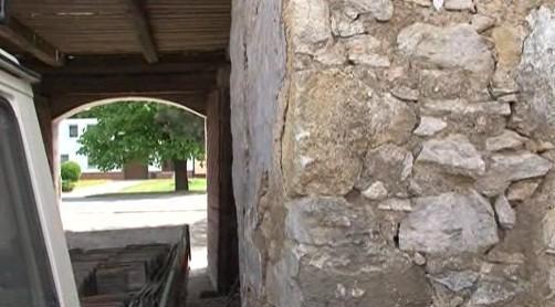 Pohled z dvora roubenky v Knínicích u Boskovic