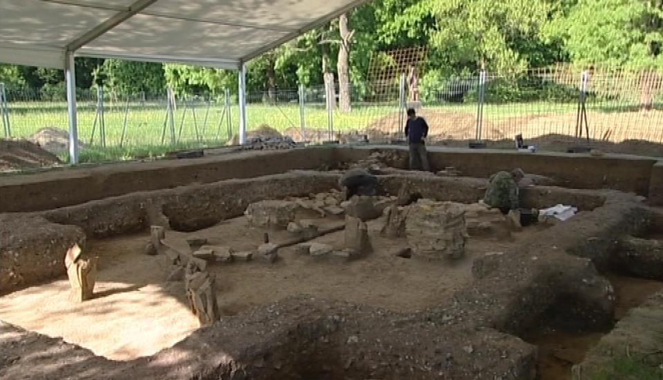 Obnažené základy tzv. desátého kostela v Mikulčicích