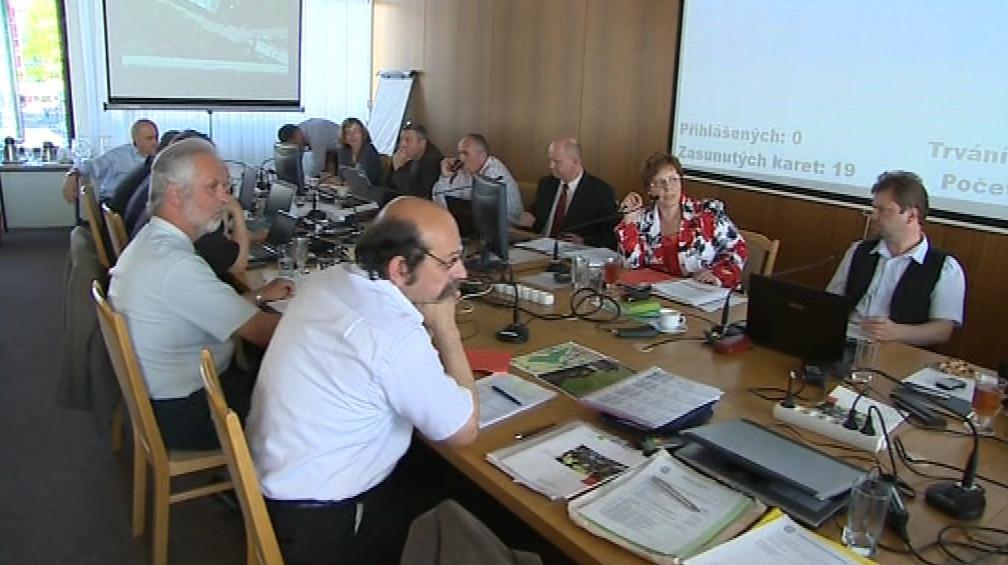 Dnešní zasedání vsetínského zastupitelstva nastavilo neplatičům tvrdá pravidla
