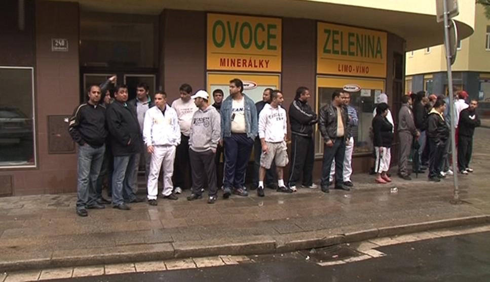 Brněnští Romové na Bratislavské ulici protestují proti pochodu radikálů