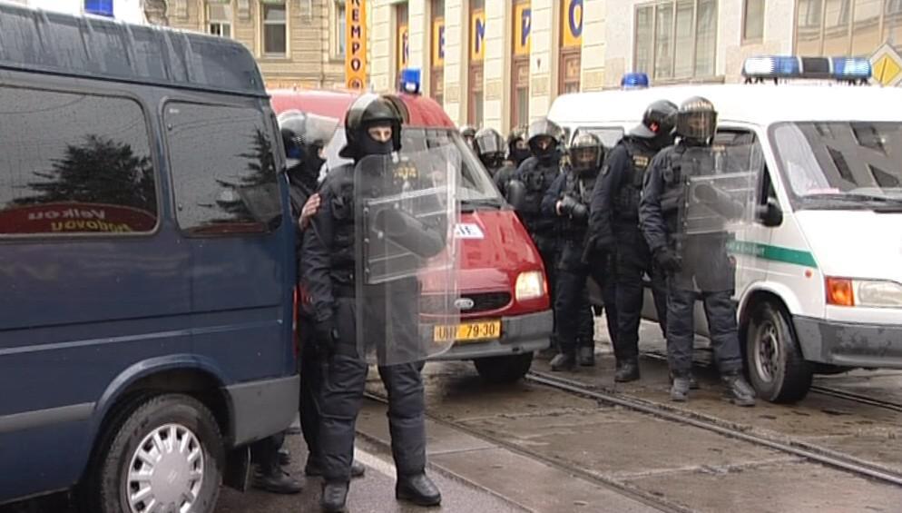Policie na Cejlu brání kontaktu obou stran