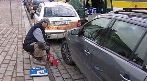 Instalace botičky na kolo auta